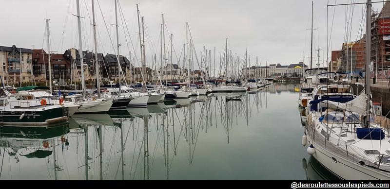 Deauville le bassin vue sur Trouville