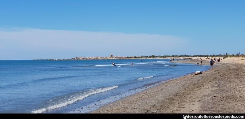 visiter la camargue à vélo la plage et les Saintes Maries de la Mer
