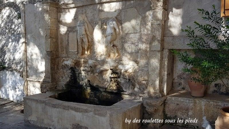 visiter le centre de la crète fontaine vénitienne