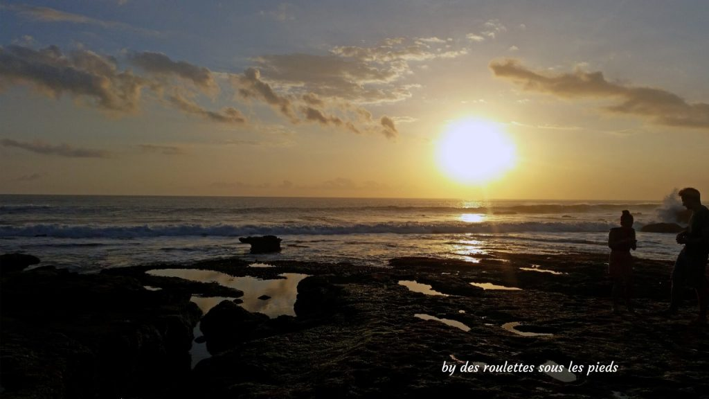 visiter le sud de Bali coucher de soleil tanah loth